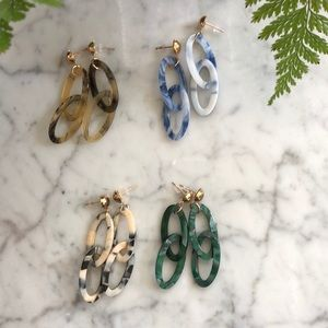 4 Pairs of Gold Stud Acrylic Chain Earrings